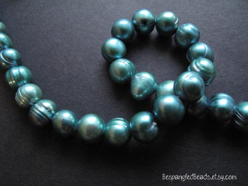 peacock teal blue ridged pearls